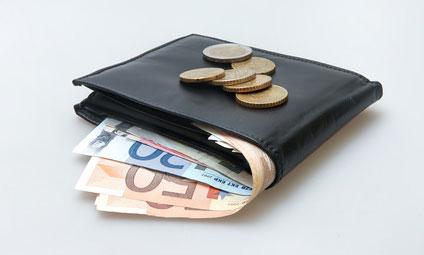 Cash : les français aiment sortir leur portefeuille pour payer avec de l'argent liquide
